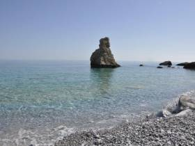 Ο Πετρωμένος Πειρατής – Παραλία Χάλαρα